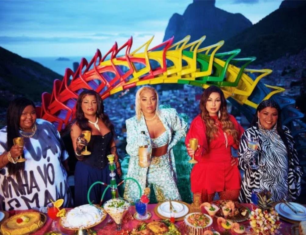 Ludmilla  e outras cantoras nos bastidores do clipe rainha da favela