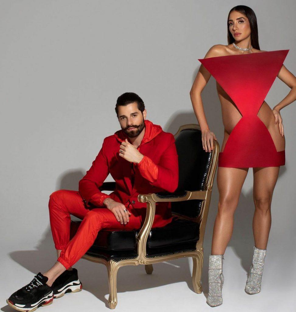 ALok e Romana de vermelho e vestido geométrico