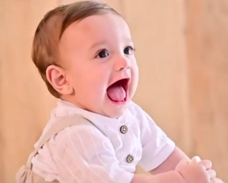 o filho do casal ravi de apenas 10 meses