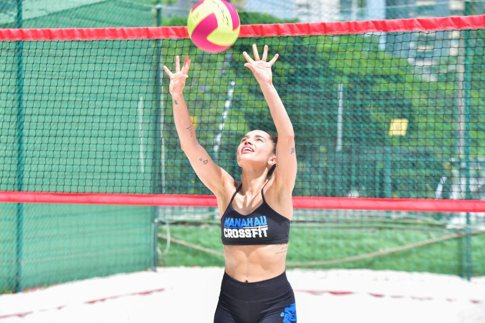 Paula Amorim mostra resultado da lipo LAD durante jogo de vôlei