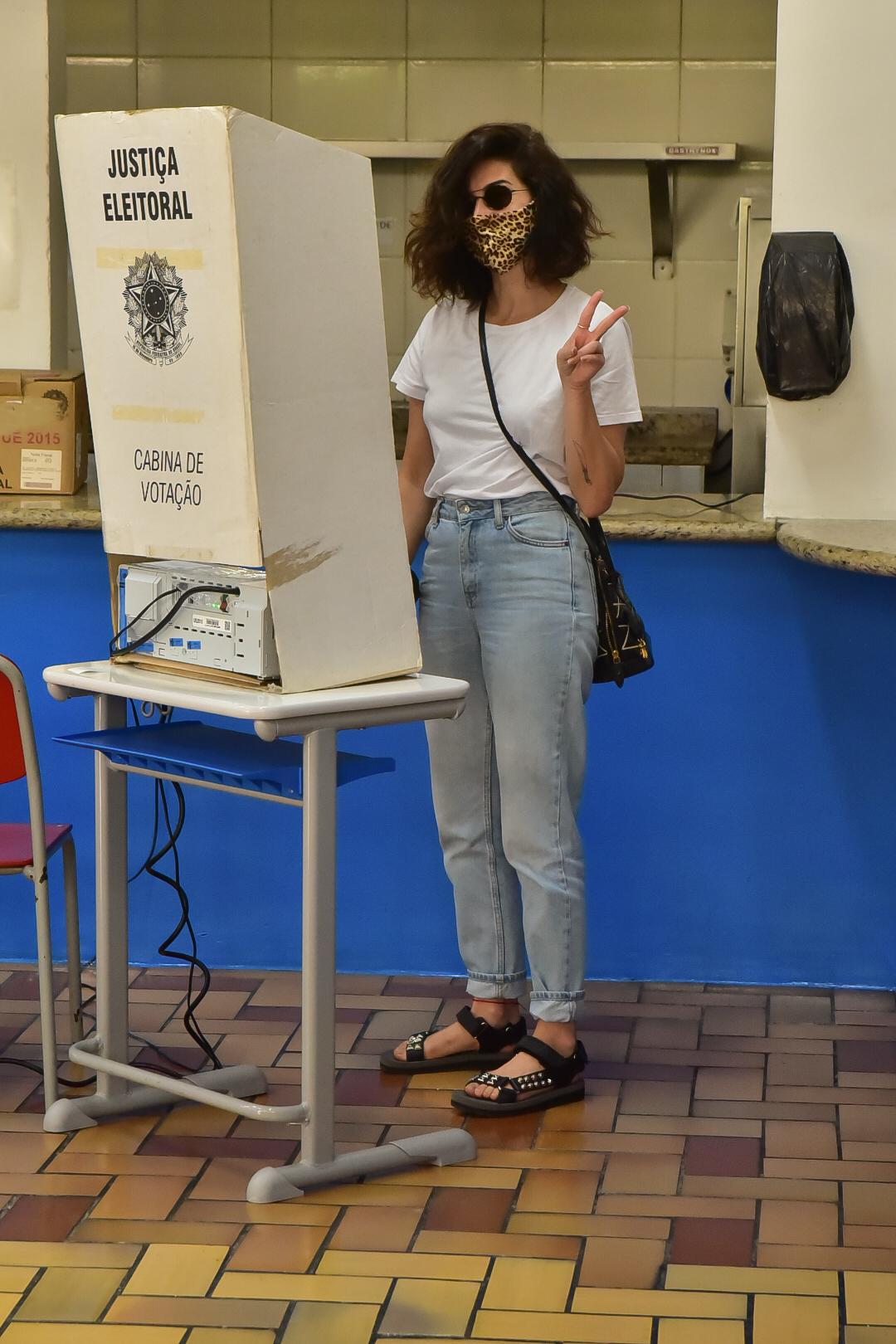 Fernanda Paes Leme vota para o 2º turno em SP
