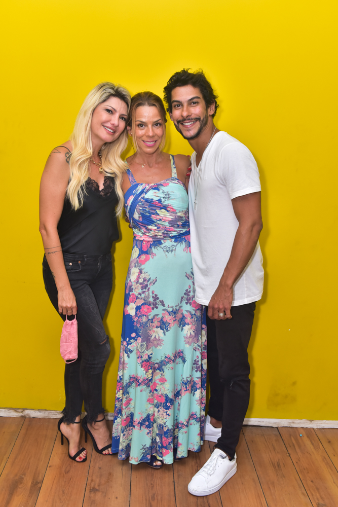 Fernanda Lacerda mostra corpão durante live do Dj Jesus Luz