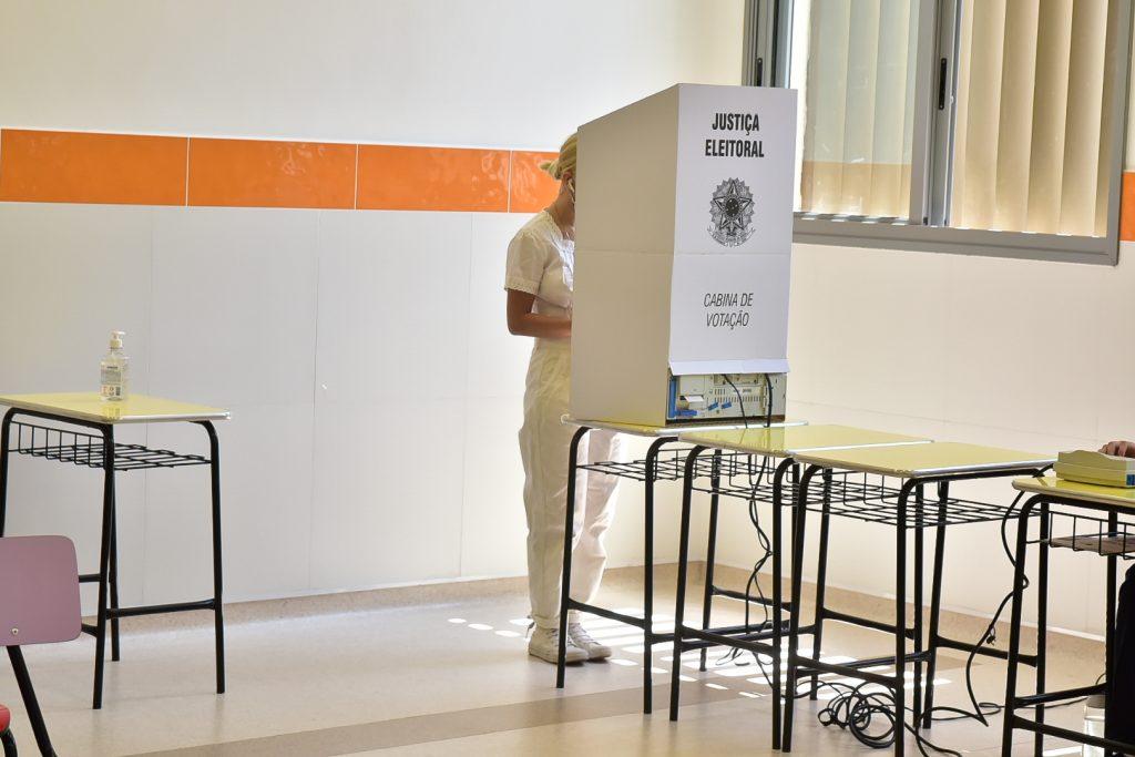 Famosos votam nas eleições 2020. Confira fotos!