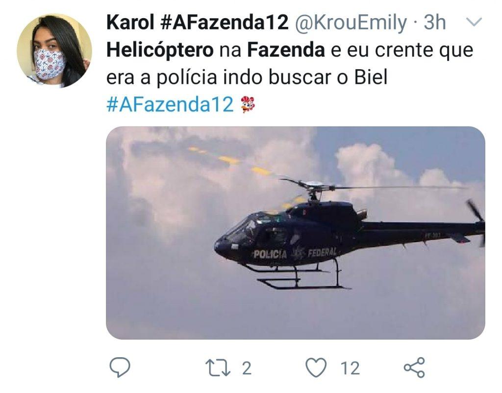 Helicóptero sobrevoa 'A Fazenda' e deixa Mirella e Raíssa desesperadas