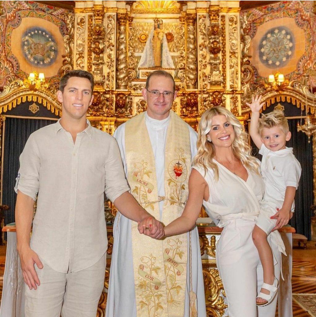 Karina Bacchi e Amaury Nunes renovam os votos de casamento