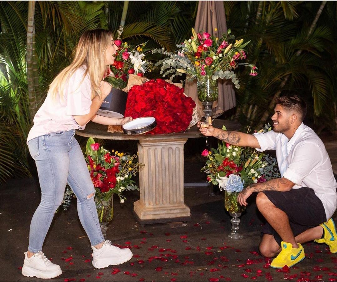 Com apenas 4 meses de namoro, Zé Felipe pede mão de Virginia em casamento