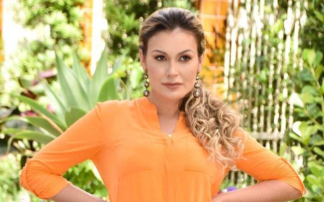 Andressa Urach mostra gaveta de calcinhas e faz revelações