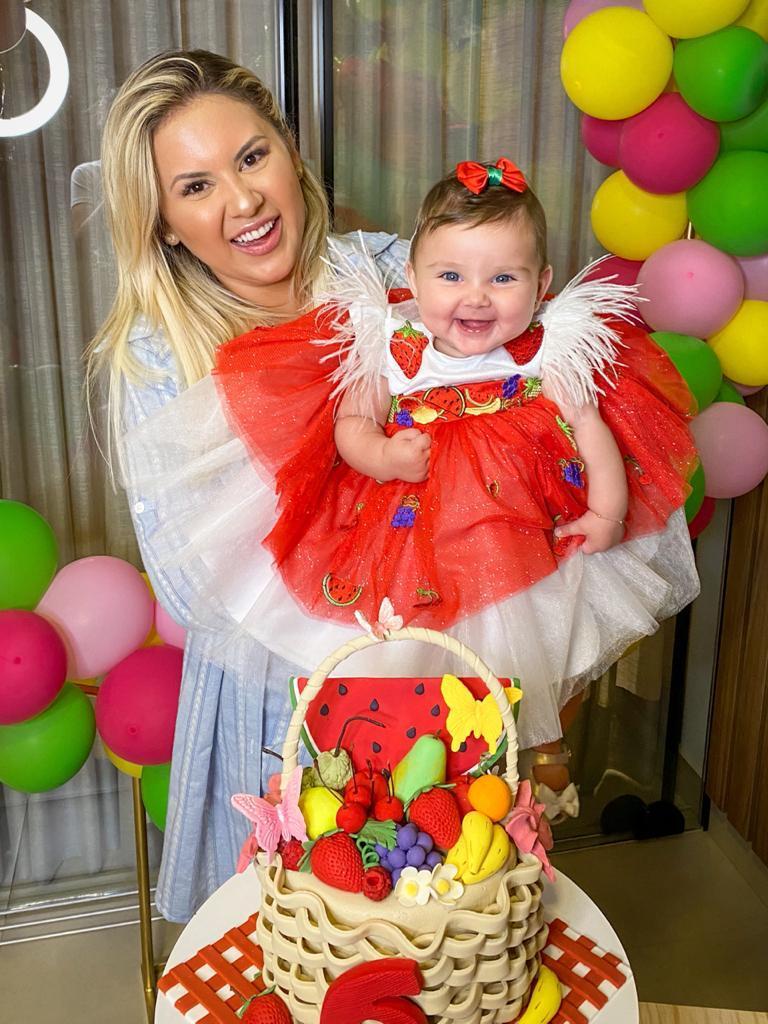 """Zé Neto e Natália Toscano comemoram mesversário da filha """"Comemorar é uma benção"""""""