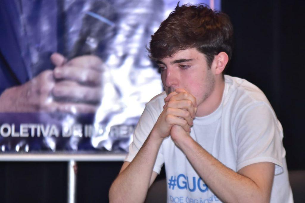 Filho de Gugu Liberato se emociona em homenagem para o pai