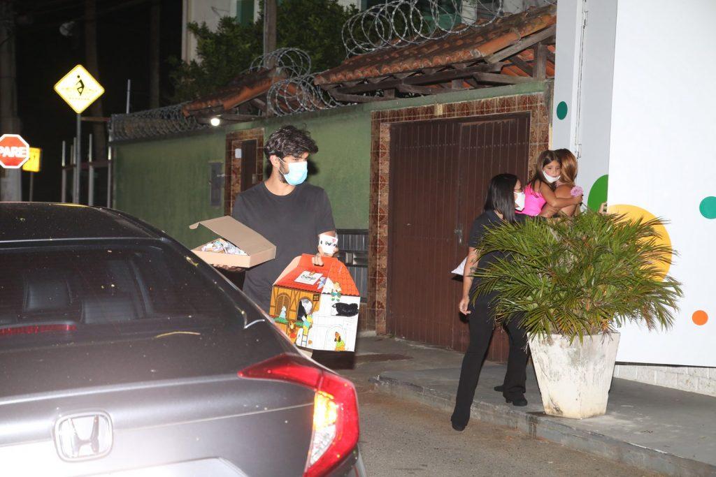 Deborah Secco faz festão para a filha em buffet no Rio de Janeiro