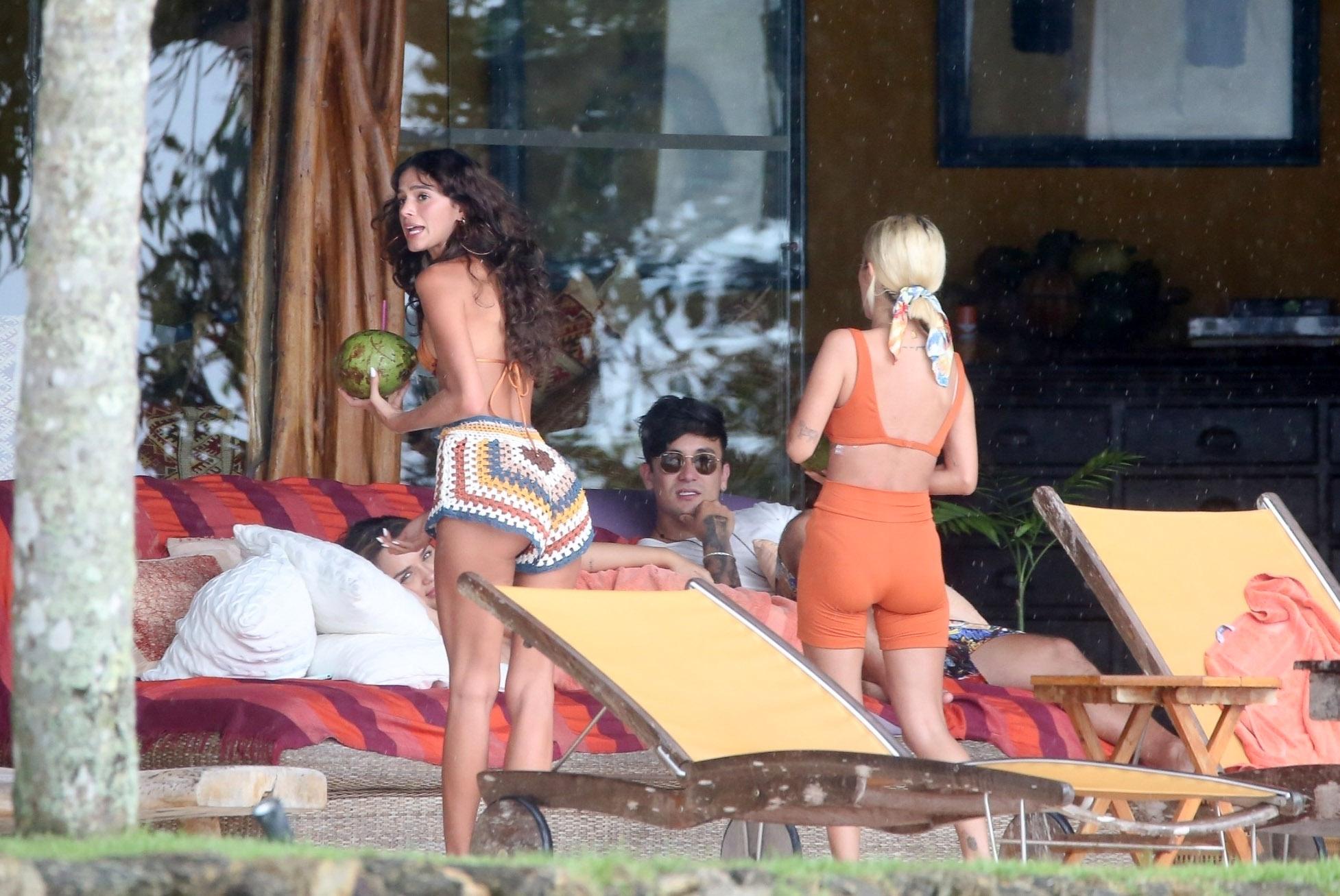 Paparazzo flagra Bruna Marquezine e ex BBBs em Ilha