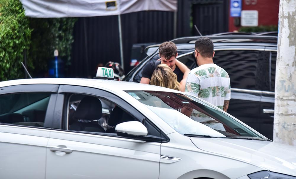 Tá rolando! GKay e Rezende são vistos trocando beijos em São Paulo