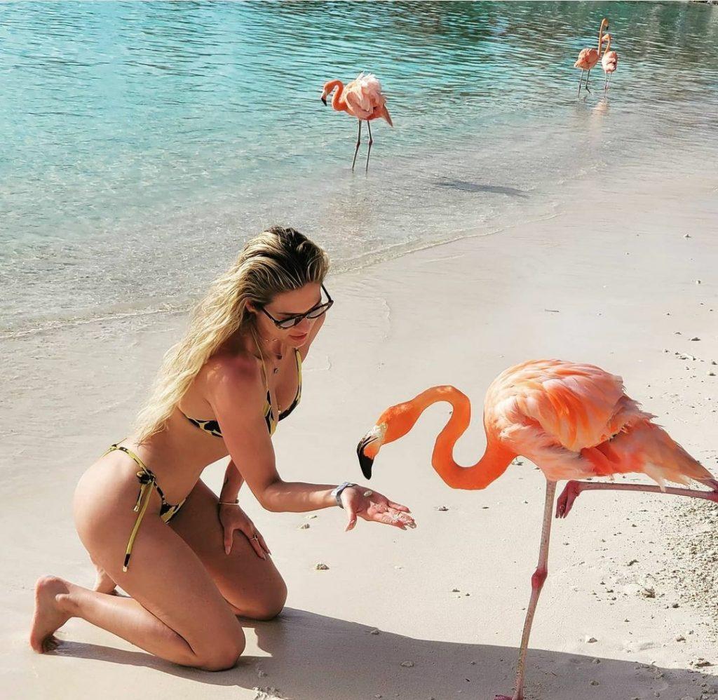 Lívia Andrade vive affair com empresário de Gusttavo Lima