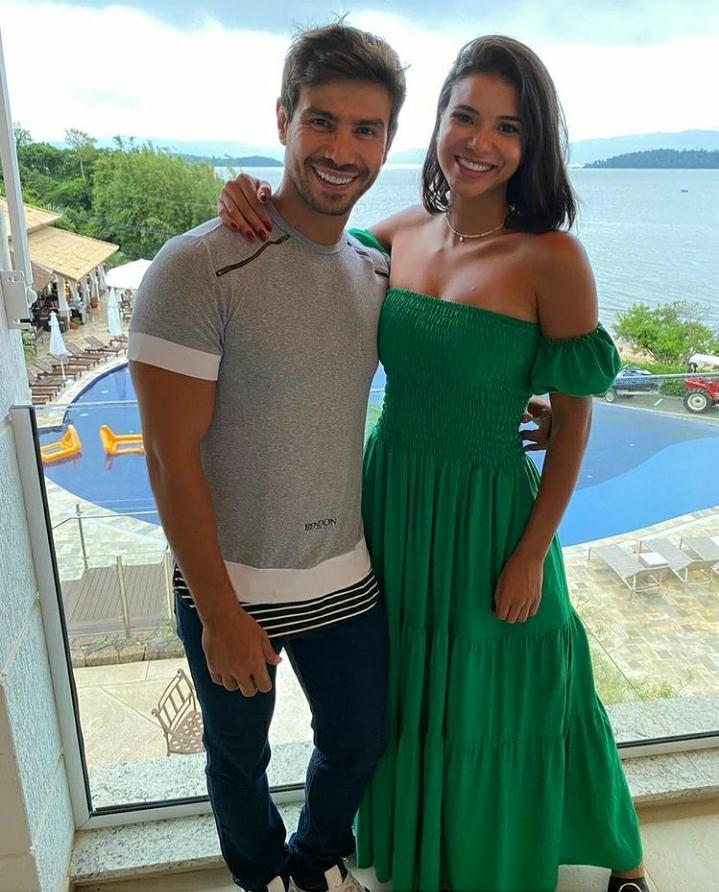 Mariano e Jakelyne viajam em clima de romance para Florianópolis