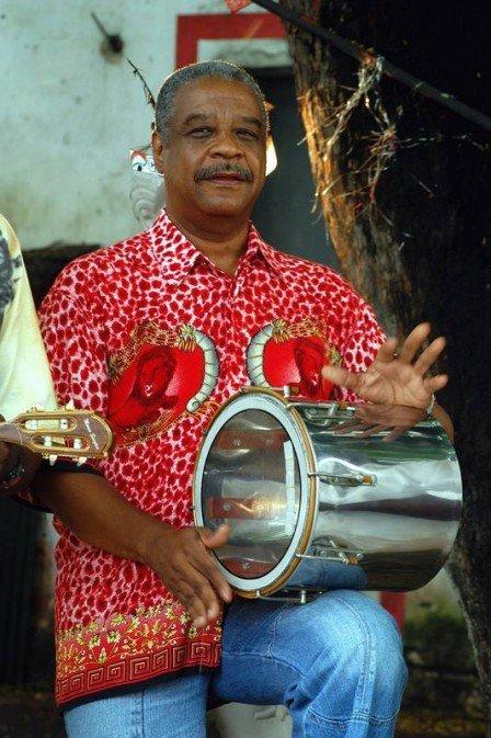 Morre Ubirany, um dos líderes do Fundo de Quintal, aos 80 anos