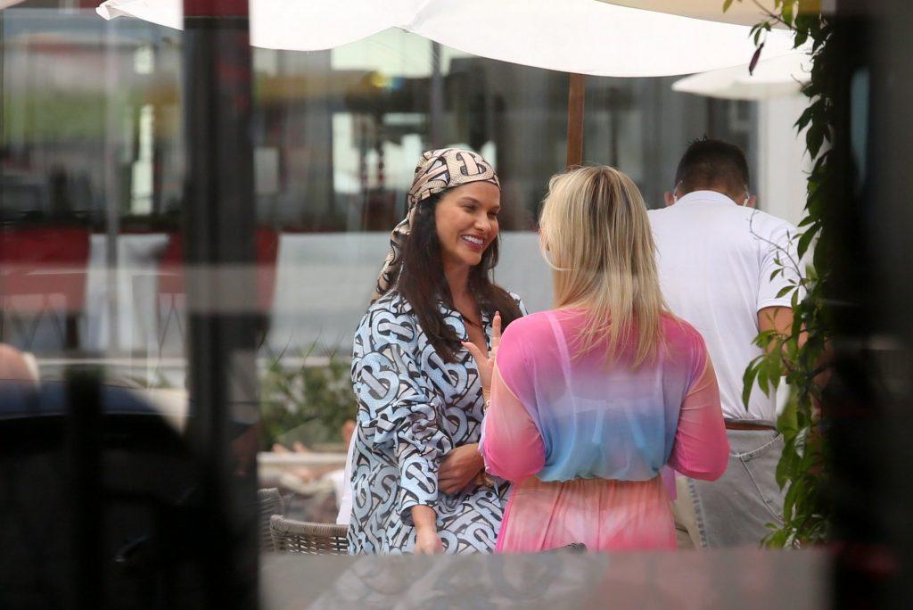 Cotada para o BBB, Andressa Suita é vista em hotel no Rio de Janeiro