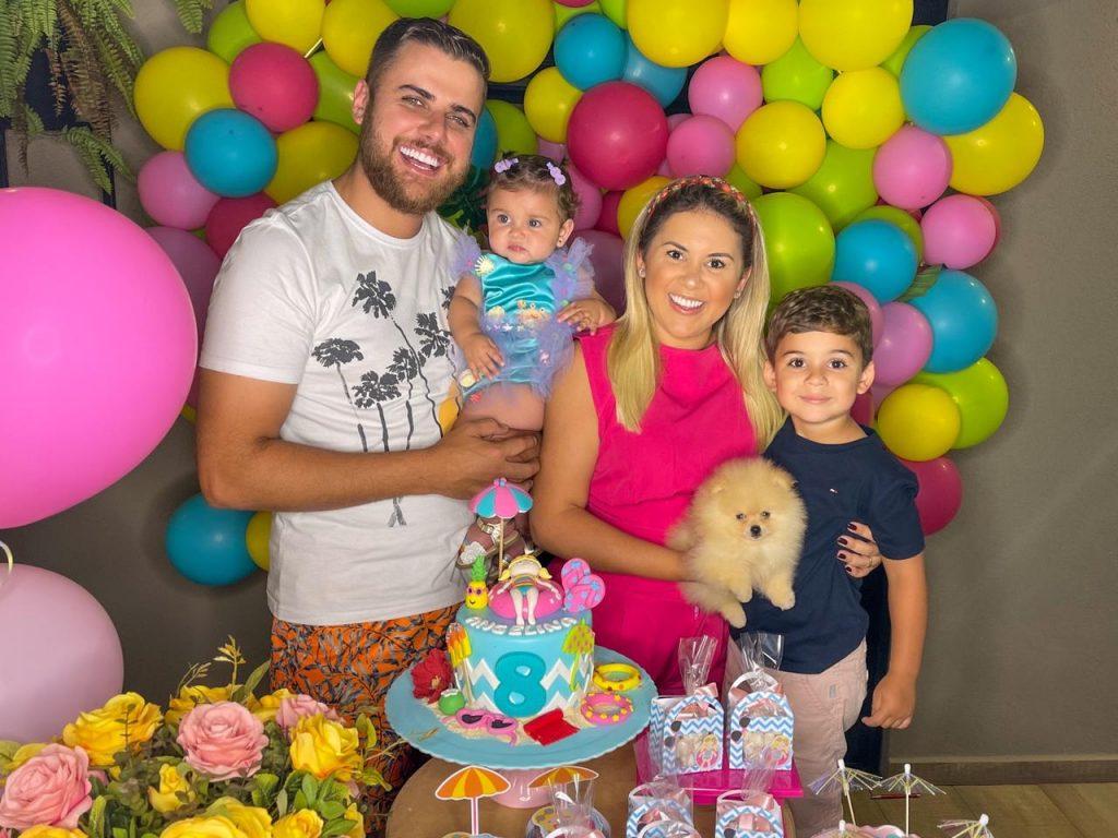 Pool Party! Zé Neto e Natália Toscano celebram o 8º mês de Angelina