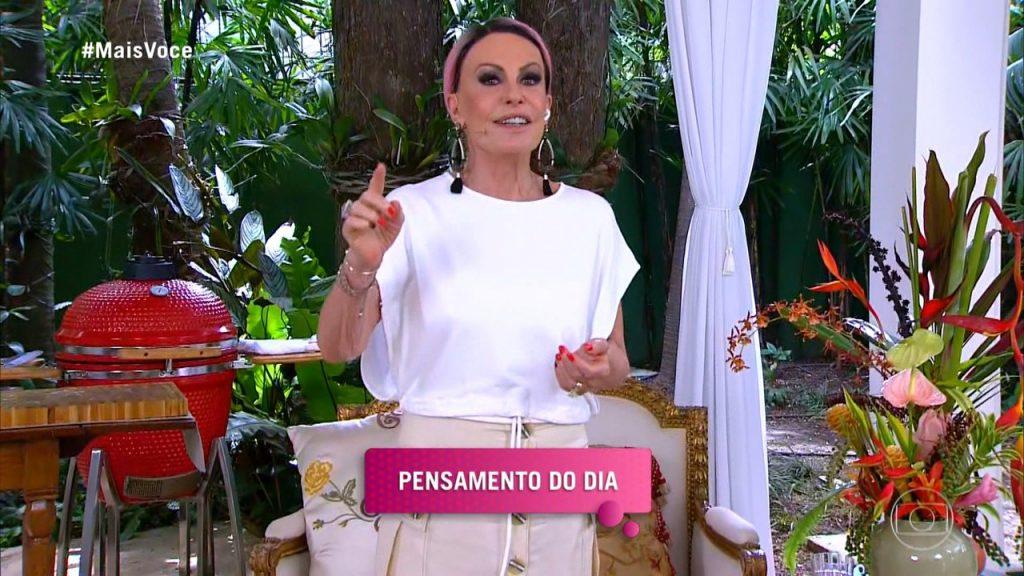 Ana Maria Braga divulga futebol no SBT durante o Mais Você
