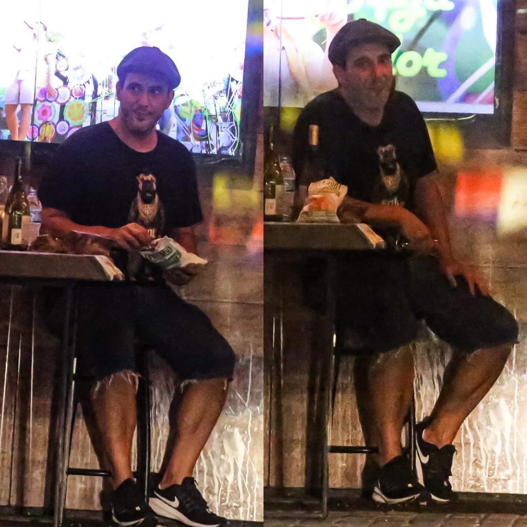 Respeitando distanciamento, André Marques bebe e fuma na noite carioca