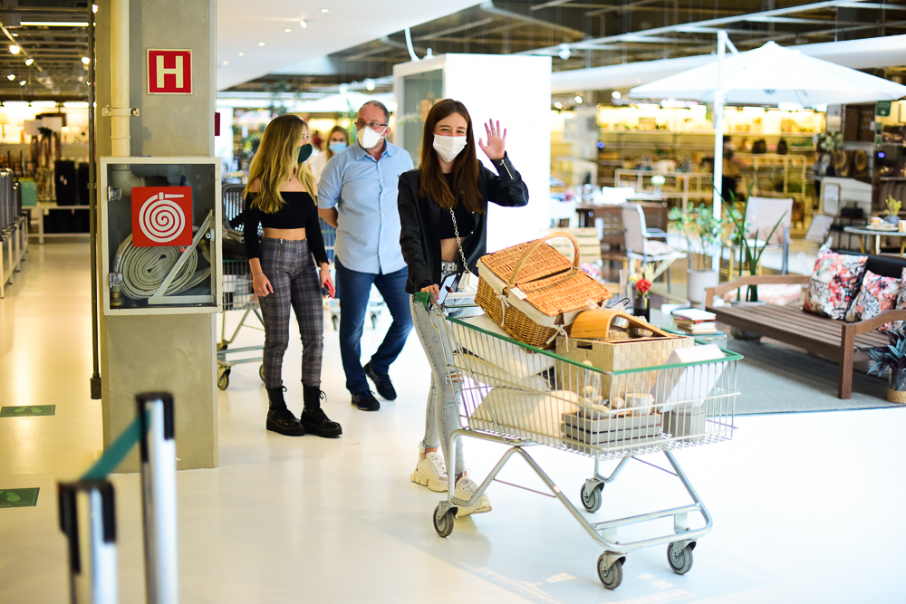 Após término com Nego do Borel, Duda Reis faz compras para nova casa
