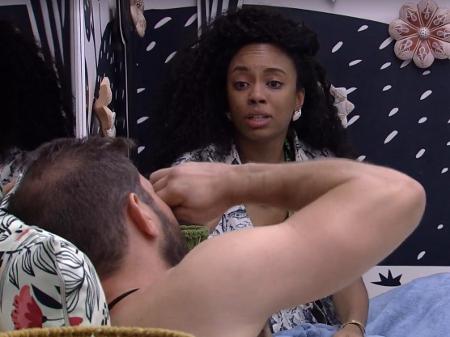 Lumena conversa com Caio após brincadeira: 'Violento'