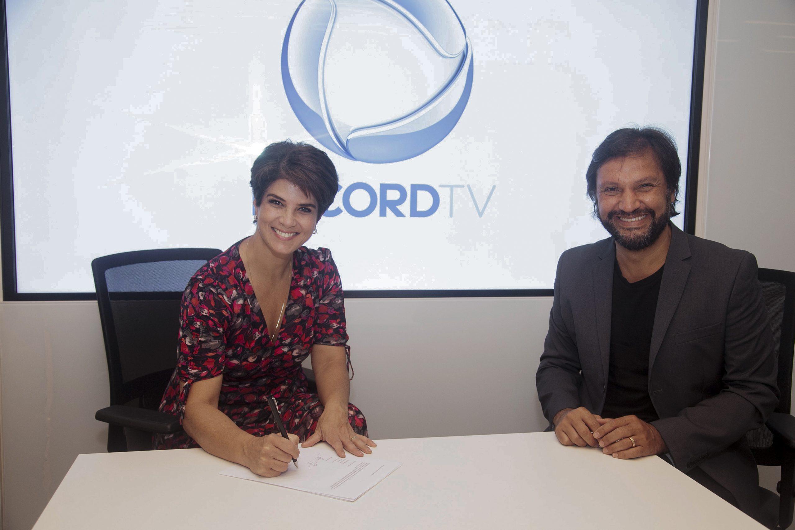 Após passagem relâmpago pela Band, Mariana Godoy assina com a Record