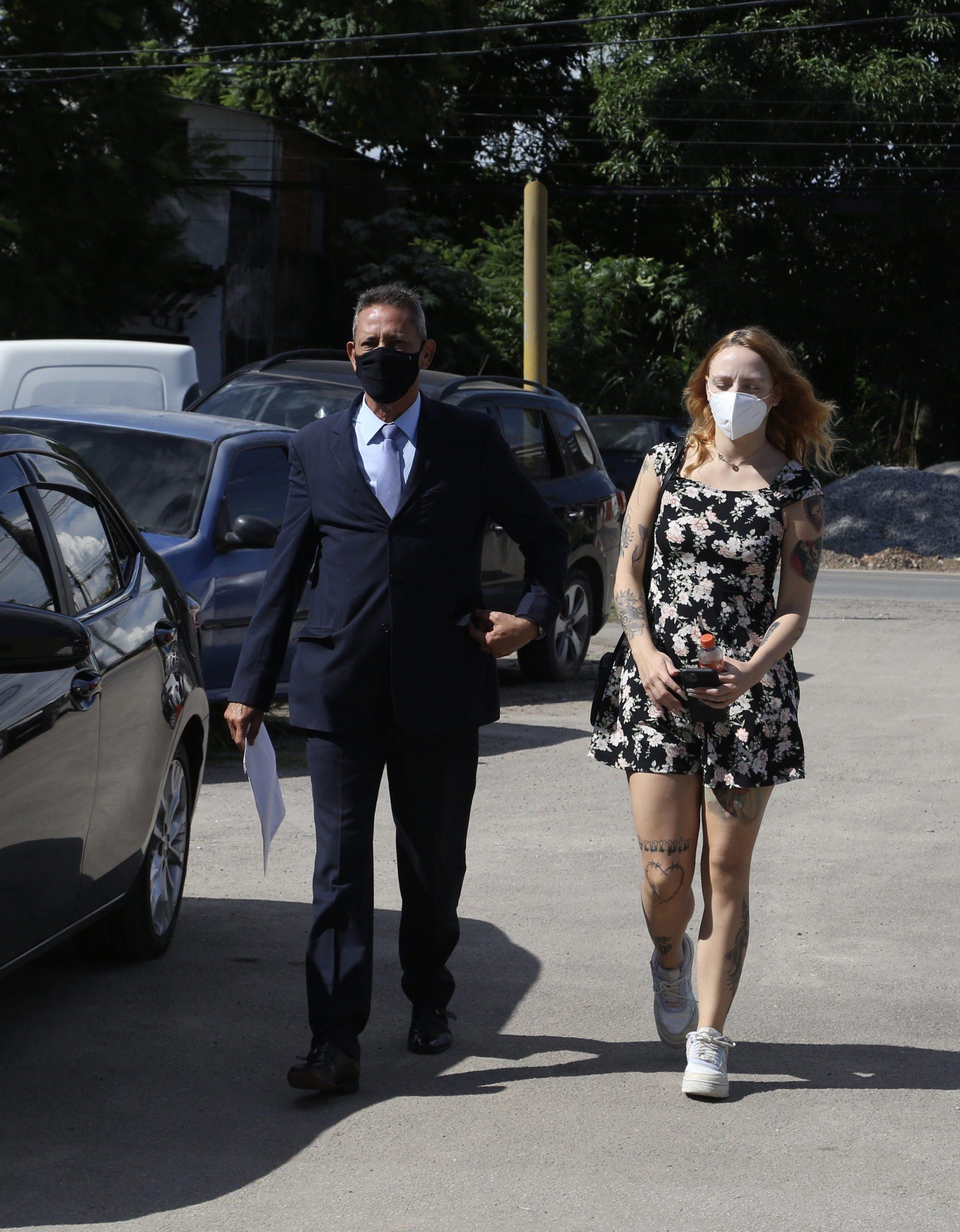 Dj Clara Maya presta depoimento após acusar filho de Djalminha de assédio e agressão