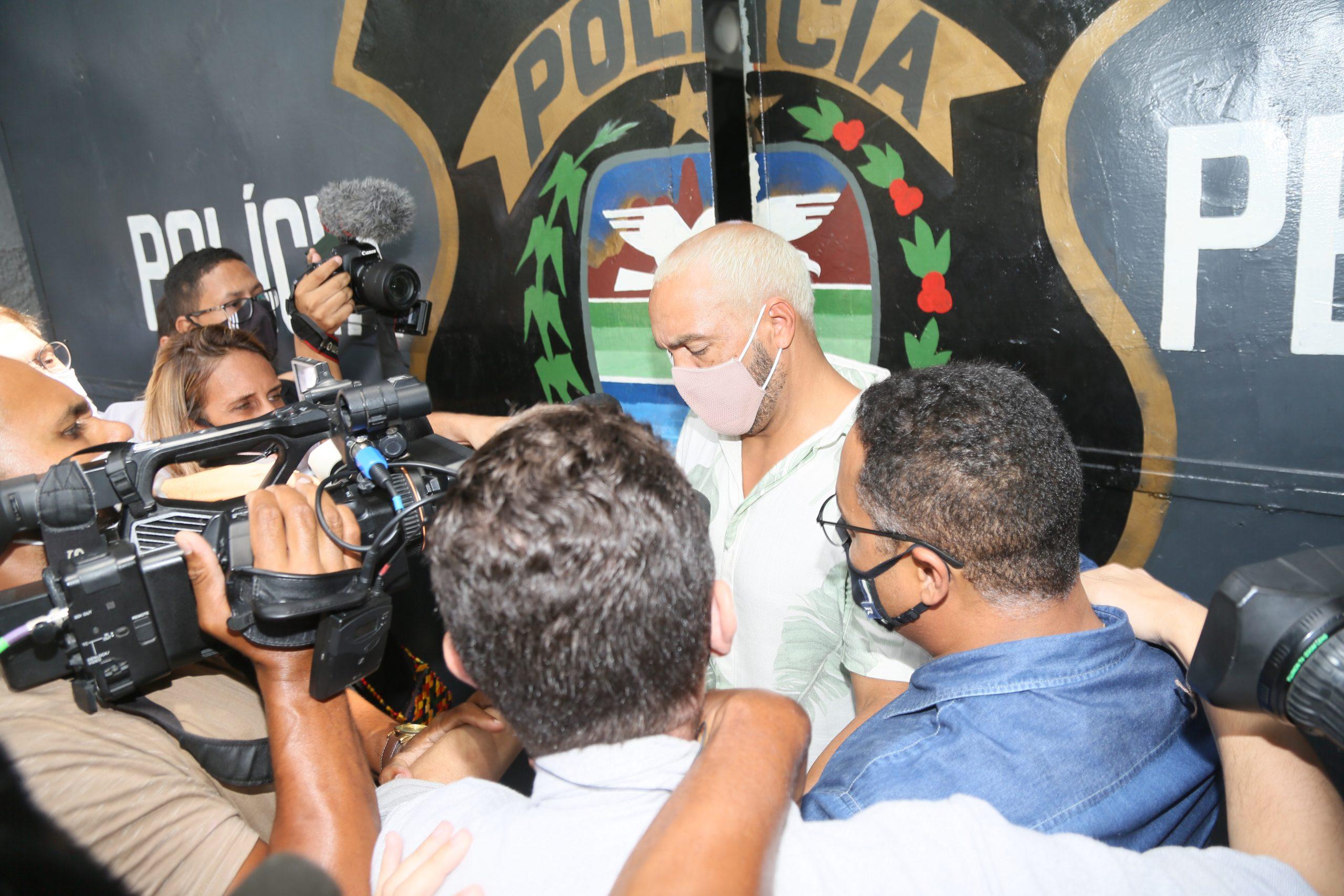 Cantor Belo é liberado após prisão por show na pandemia