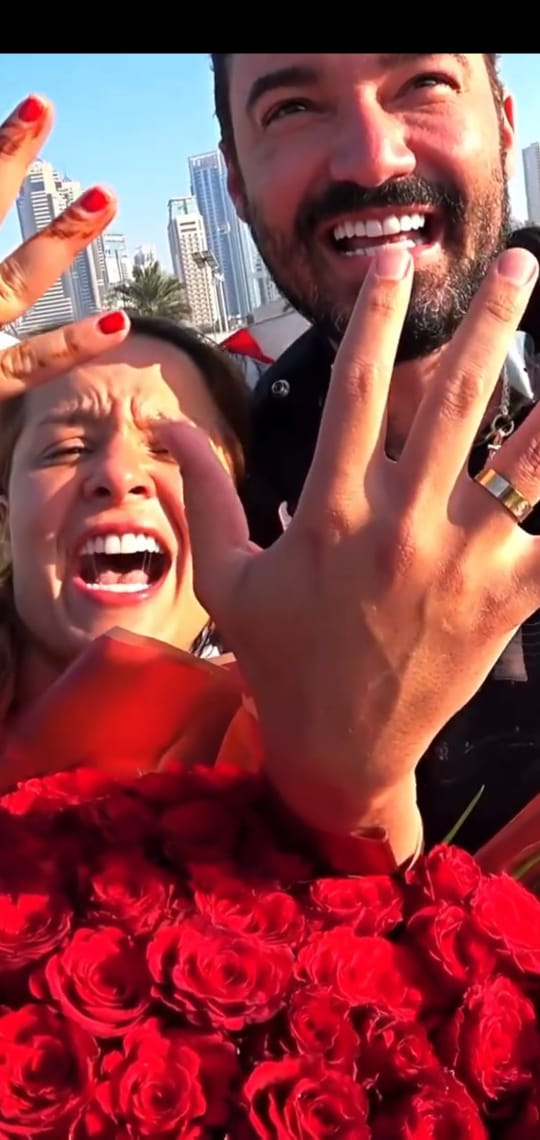 Fernando surpreende Maiara com pedido de casamento