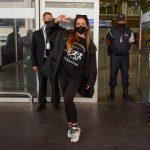Veio buscar o Bil? Anitta chega ao Brasil após cantada em ex-BBB