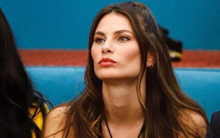 Brasileira no Big Brother Itália recebe a notícia da morte do irmão