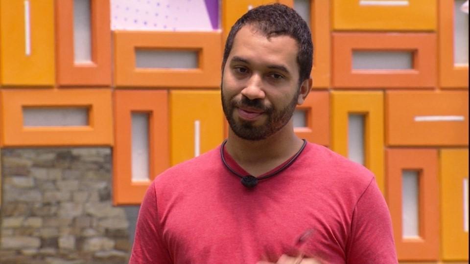 No paredão Gilberto pede para ficar no BBB21
