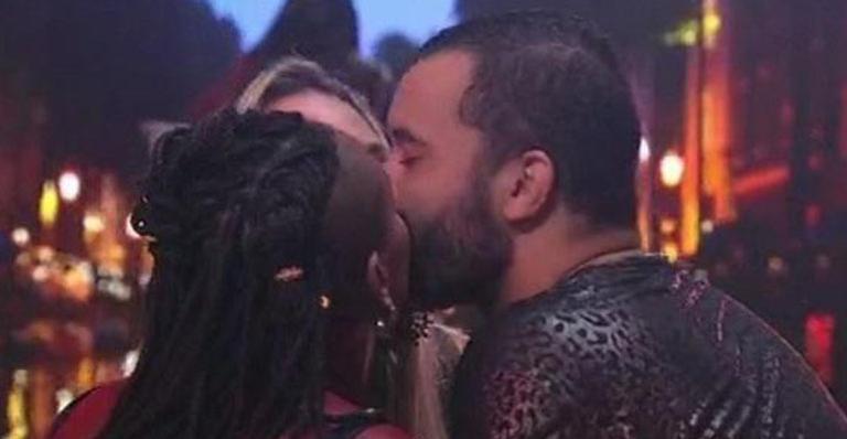 De beijo triplo a sexo oral