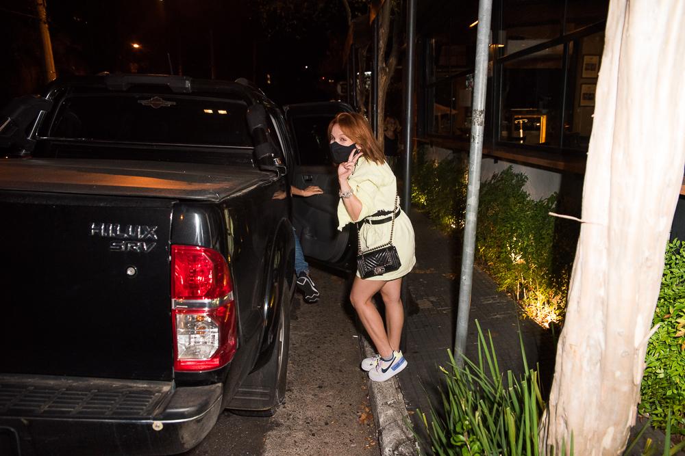 Larissa Manoela curte festa de amiga após término com Leo Cidade