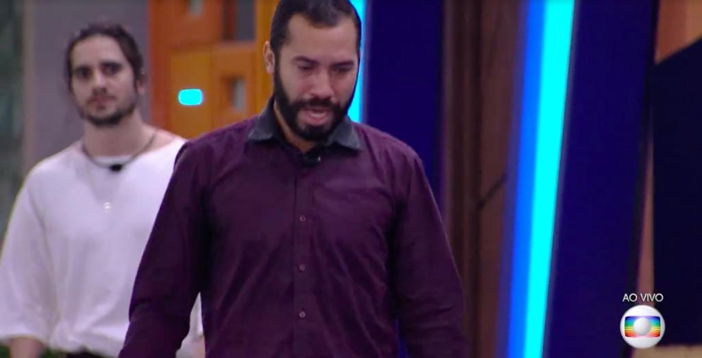 Gilberto se desespera após eliminação de Sarah