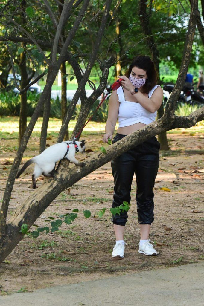 Ex chiquitita, amiga de Carla Diaz, é vista em momento fofoEx chiquitita, amiga de Carla Diaz, é vista em momento fofo com seu pet com seu pet