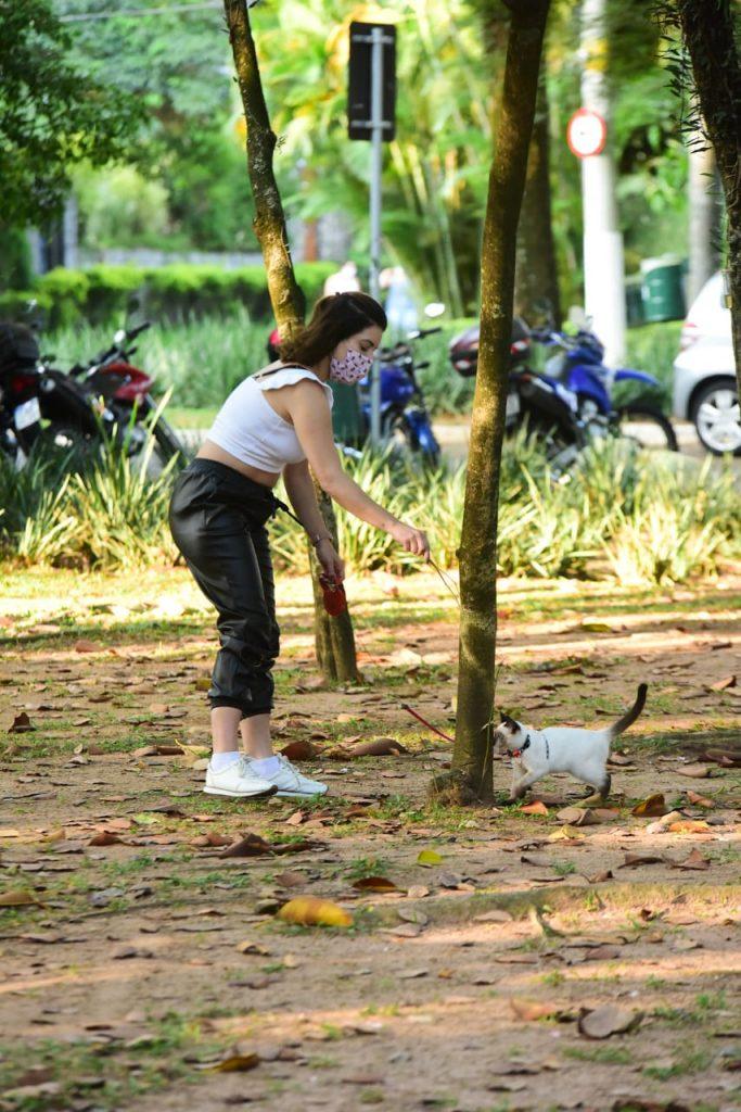 Ex chiquitita, amiga de Carla Diaz, é vista em momento fofo com seu pet