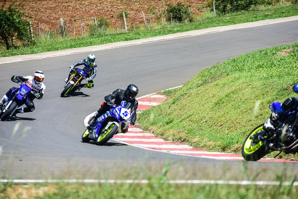 Felipe Titto se prepara para prova de moto velocidade