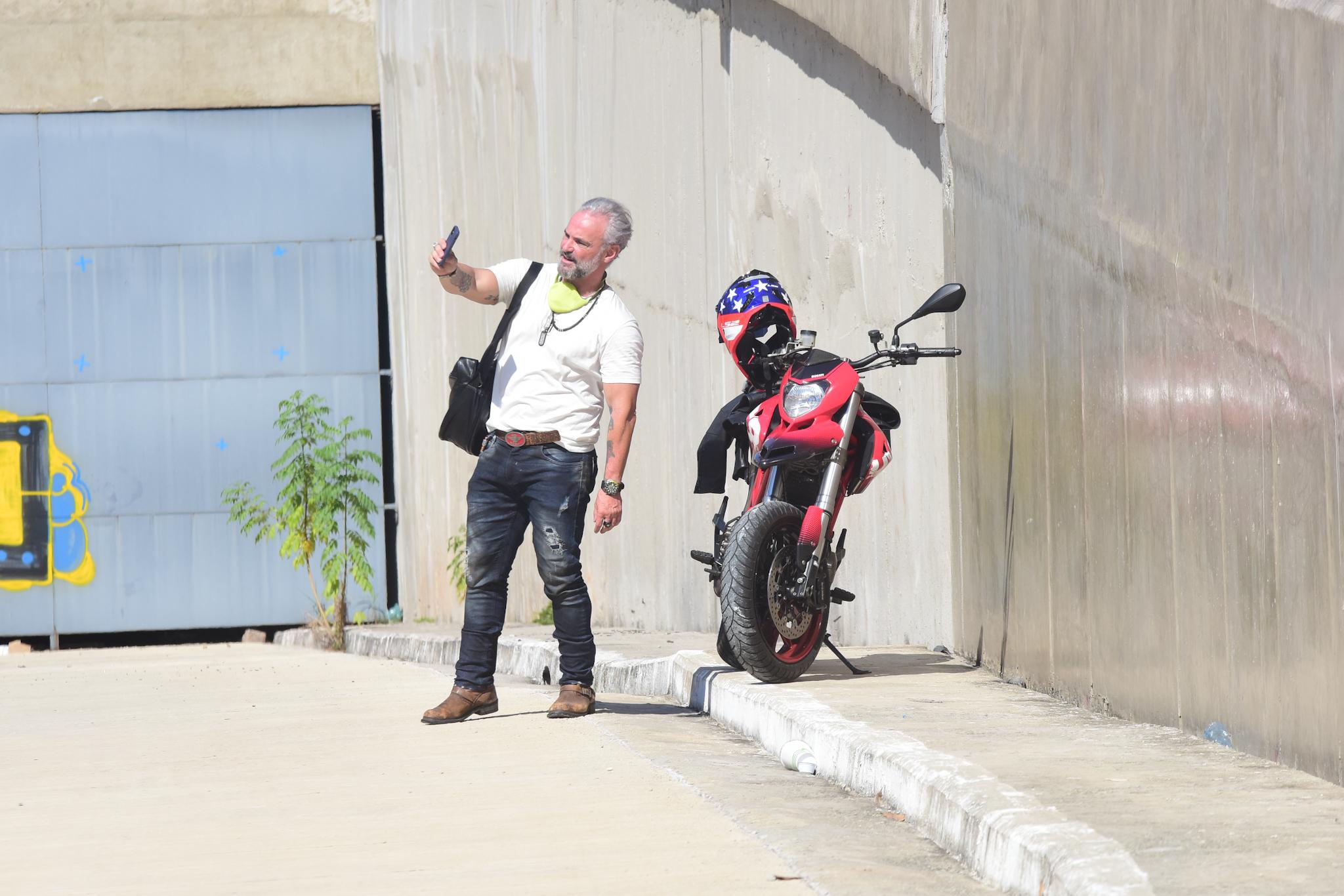 Mateus Carrieri clica campanha em SP com ruas vazias