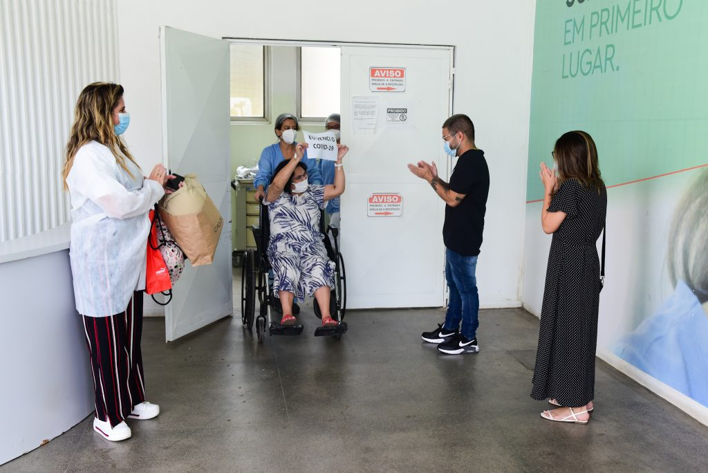 Mãe de Yudi Tamashiro recebe alta após Covid-19