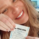 Ex BBB Paulinha Leite ganha pela 49ª vez na loteria