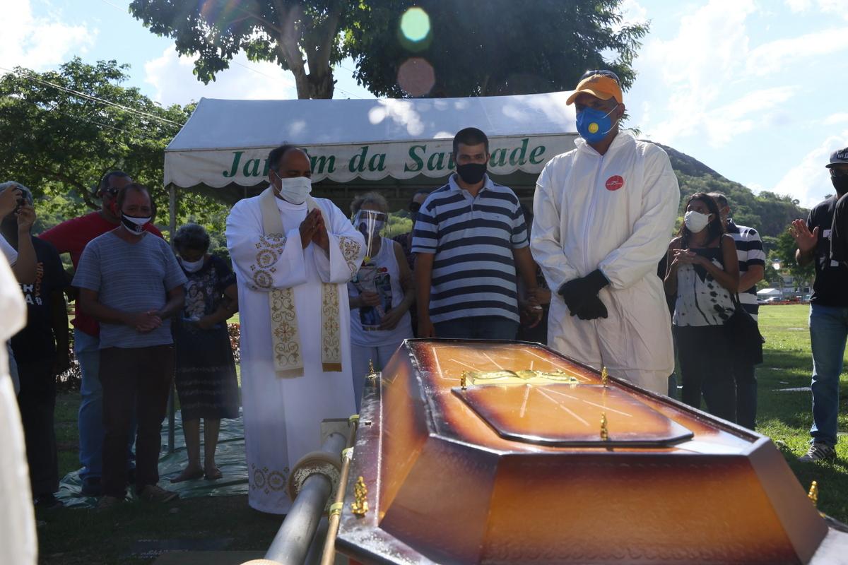 Agnaldo Timóteo é enterrado no Rio