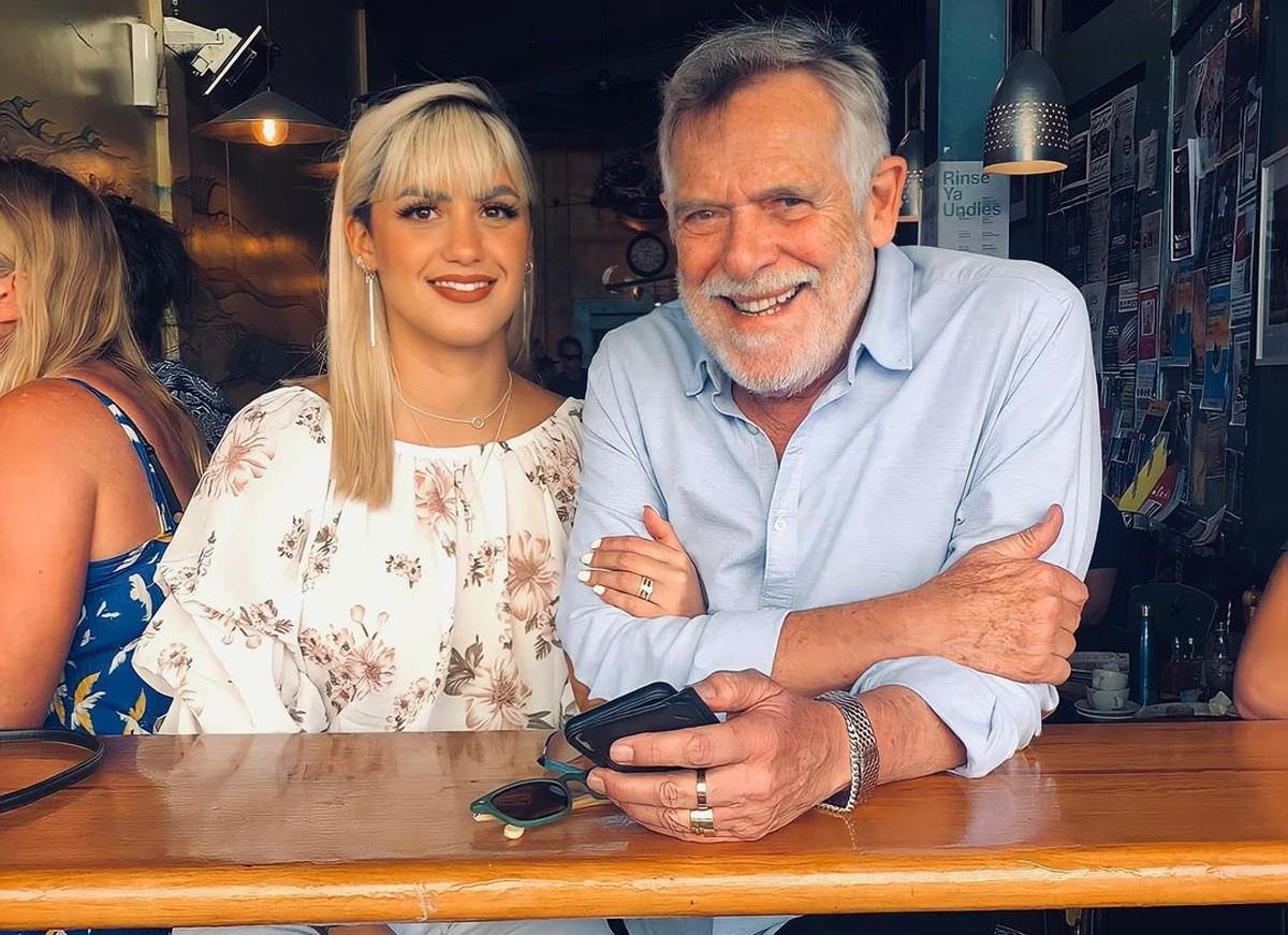 Carol Junger comemora 2 anos com José de Abreu
