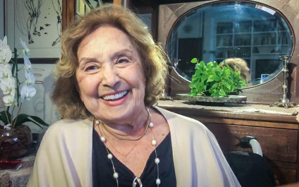 Na UTI, Eva Wilma grava áudio para filme