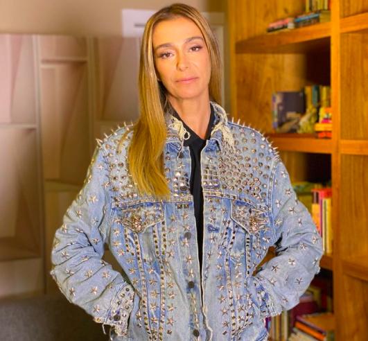 Mônica Martelli usa roupa de Paulo Gustavo na TV