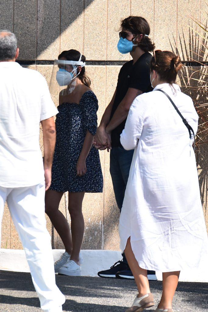 Tatá Werneck chega na cerimônia de cremação de Paulo Gustavo