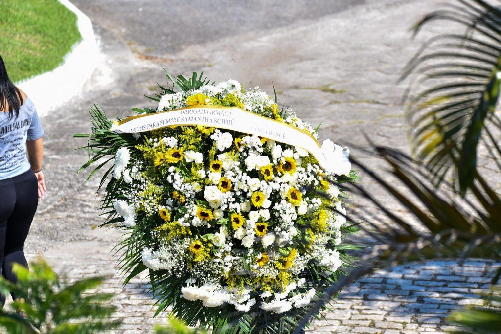 Coroa de flores de Samanta Schmtuz
