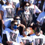 Familiares e amigos homenageiam Paulo Gustavo ao final de cremação