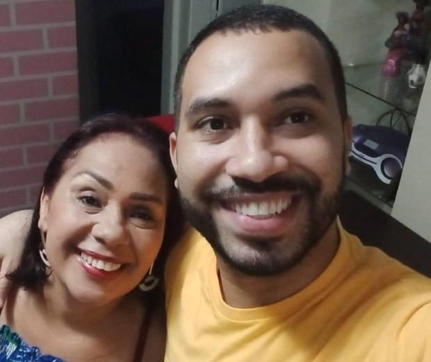 Gilberto se emociona ao reencontrar a mãe após BBB