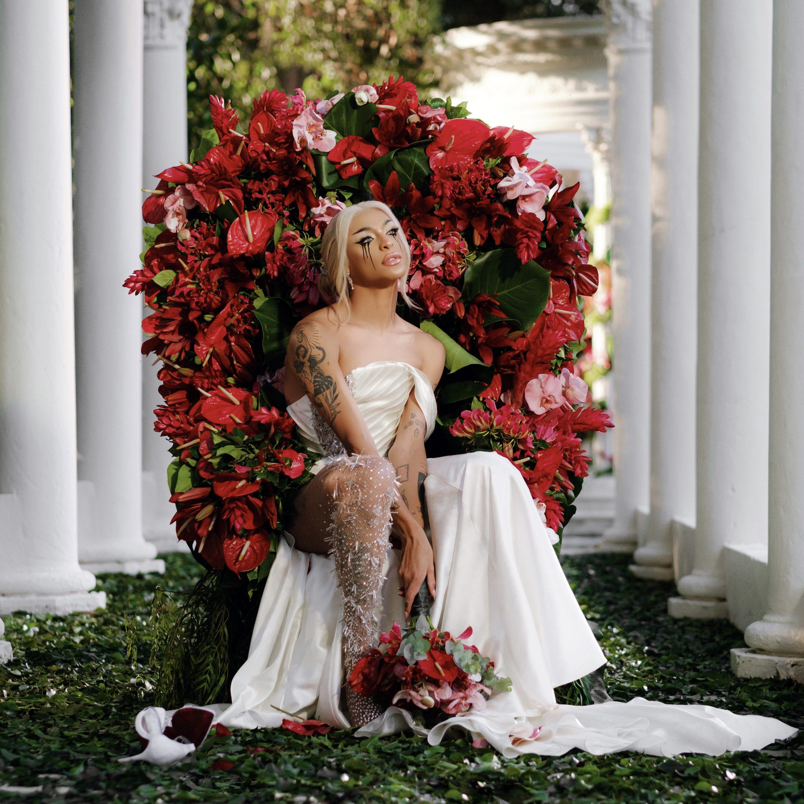 Pabllo Vittar aparece vestida de noiva